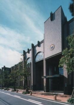 帝塚山学院 住吉校舎  帝塚山ときけば連想するほど、この学校は永年地域と深い関わりを持ってきた.